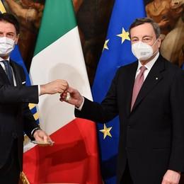 Il governo Draghi ha giurato, primo Cdm Conte saluta, l'applauso dei dipendenti