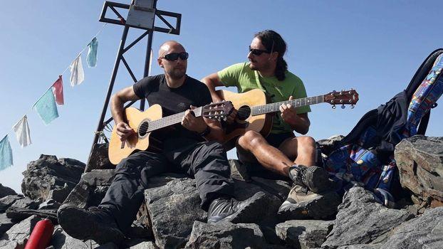 Giorgio e Ghila suonano al Barbellino