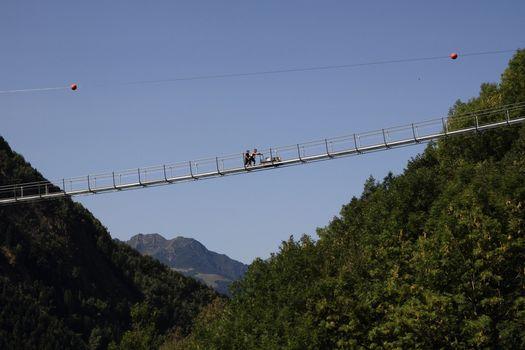 Ponte nel cielo in Val Tartano. Manca pochissimo