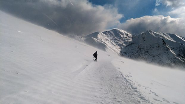 Tra venti polari, una normale giornata di lavoro per gli amici di Orobie