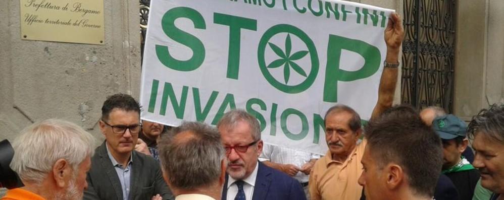 profughi-il-giorno-della-protesta-leghista-maroni-e-calderoli-davanti-alla_4d3f1f98-11a5-11e5-860e-d79451b78a5c_998_397_big_story_detail.jpg (998×397)