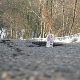 Cede la strada provinciale Allarme a Valsecca