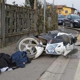 Contro un muro con lo scooter Barbata: grave un 37enne bresciano