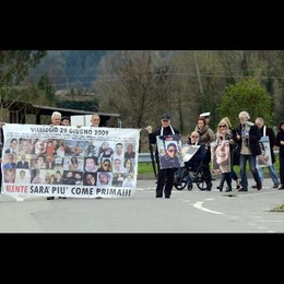 Strage Viareggio:corteo famiglie vittime