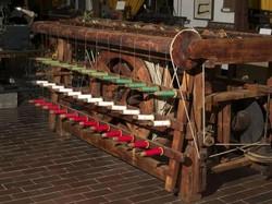 Un antico macchinario del Museo del Tessile di Leffe