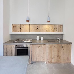 Katrin, la designer tedesca  che fa rinascere il legno