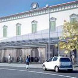 La facciata di vetro della stazione  Dalla Soprintendenza c'è lo stop