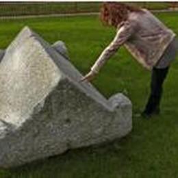 Almè, la grande pietra misteriosa  coperchio del sarcofago romano