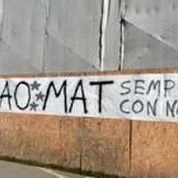 «Ciao Mat sempre con noi»  L'addio al giovane muratore