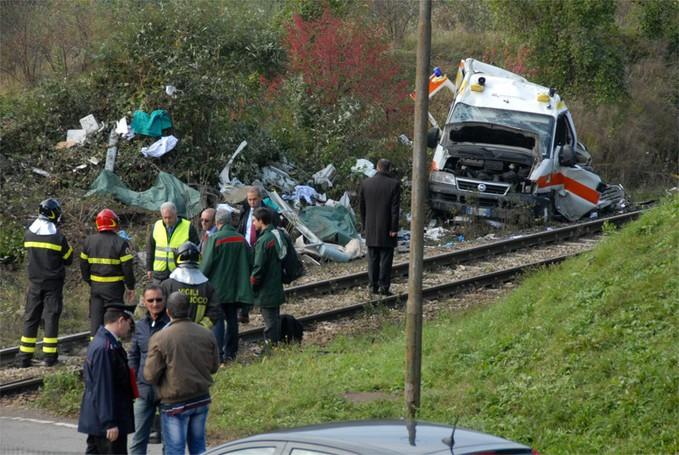 Il treno che ha investito un ambulanza a Pontida