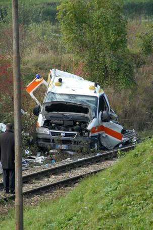 Il treno che ha investito un'ambulanza a Pontida