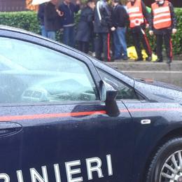 Azienda in crisi, si copre di benzina  A Lallio salvato dai carabinieri