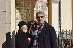Pierantonio Piccini, sindaco di  Azzone con Rosy Bianchi, superstite del disastro del Gleno