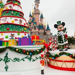 Ghirlande, luci e castelli  Rivive la fiaba di Disneyland
