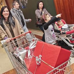 Ultimi acquisti  per Natale  Ok tecnologia, alimentari in attesa