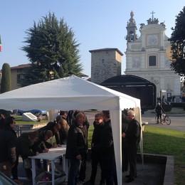Il ladro ucciso al posto di blocco  Duemila firme per i carabinieri