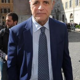 Amianto, Formigoni indagato L'accusa è quella  di corruzione