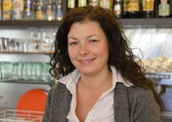 Emanuela Orlando che gesisce il bar Ma. Lu. davanti alla curva sud