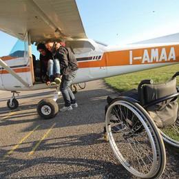 Ragazzi in volo sulla provincia  «Diamo un calcio alla disabilità»