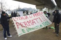 La protesta al rondò di Orio
