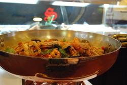 Spaghetti ai frutti di mare preparati al momento in pentola Agnelli.
