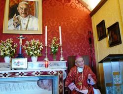 Monsignor Capovilla nella Cappella di Camaitino a Sotto il Monte