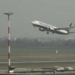 Ryanair cancella il volo per Roma  Troppa competizione con il treno