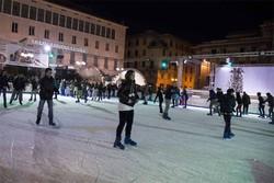 La pista di pattinaggio in Piazza Libertà