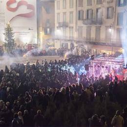 Capodanno tra musica e show  Tanti turisti in piazza Vecchia