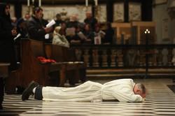 Lo Sardo a terra in Cattedrale viene ordinatodiacono