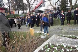 Le celebrazioni per la Giornata della Memoria nel giardino di Palazzo Frizzoni
