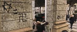 Scritte antisioniste sui muri del Donizetti
