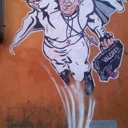 Francesco «Popestar» della Rete   Grillo e Silvio lo battono in Italia