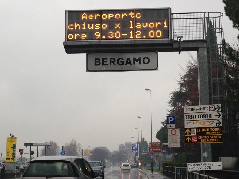 Aeroporto chiuso per lavori» Ma l\'avviso sul display è ...