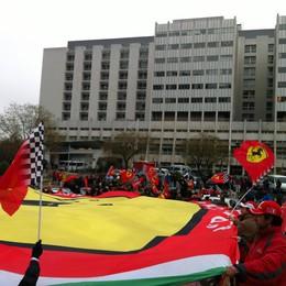 Ferraristi bergamaschi a Grenoble  Abbraccio collettivo per Schumi