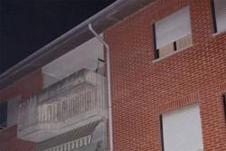 Il balcone all'ultimo piano, dove è stata trovata la 90enne