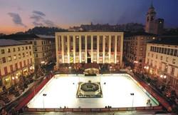 La pista di ghiaccio in piazza della Libertà