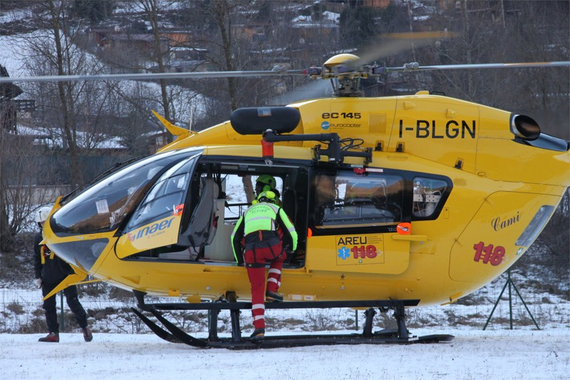 Elicottero E Ambulanza : Neve raffica di cadute sugli sci elicottero e ambulanze