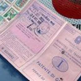 Fermato per un controllo dell'auto  La patente? Smarrita nel 1999
