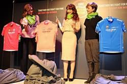 La presentazione delle maglie ufficiali del Giro d'Italia 2014, che scatterà il 9 maggio da Belfast sull'Isola d'Irlanda. Da sin. Cristina Chiabotto, Nadia Toffa  e Chiara FranciniAnsa