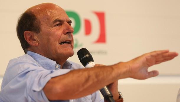 Bersani, curioso Renzi mai contro destra
