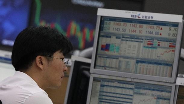 Cambi:euro in calo a 1,2622,yen a minimi