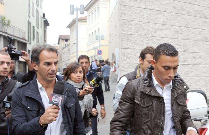 Mohammed Fikri all'uscita del Tribunale di Bergamo