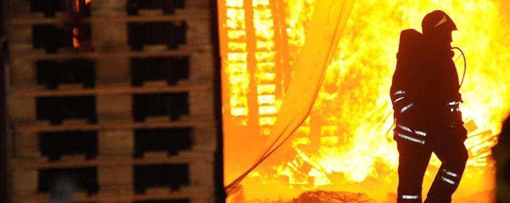 Grumello, due a giudizio subito per l'incendio alla Europallets
