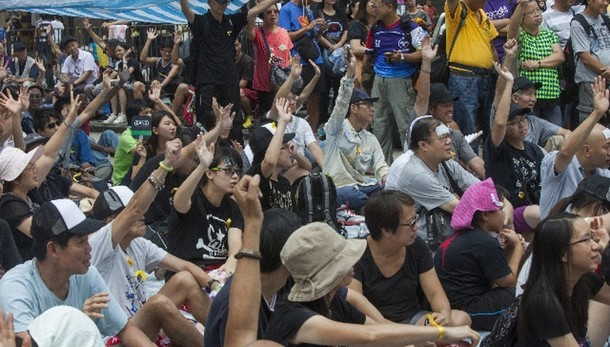 Hong Kong: nuovo monito di Pechino
