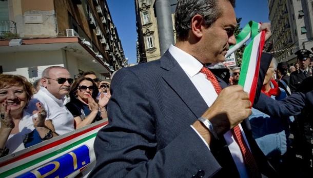 Prefetto Napoli sospende de Magistris