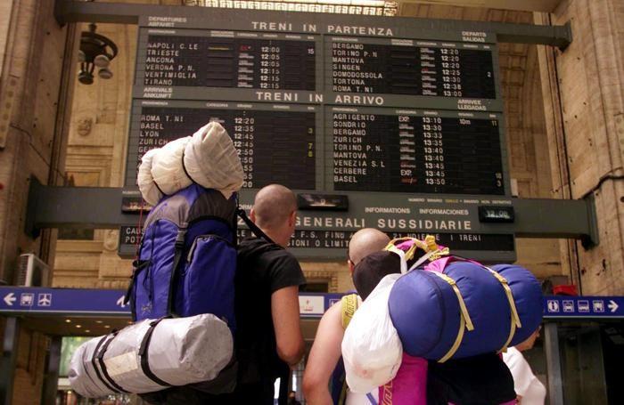 Turisti alla stazione centrale di Milano