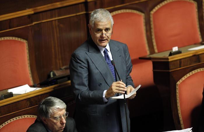 Roberto Formigoni nell'aula del Senato