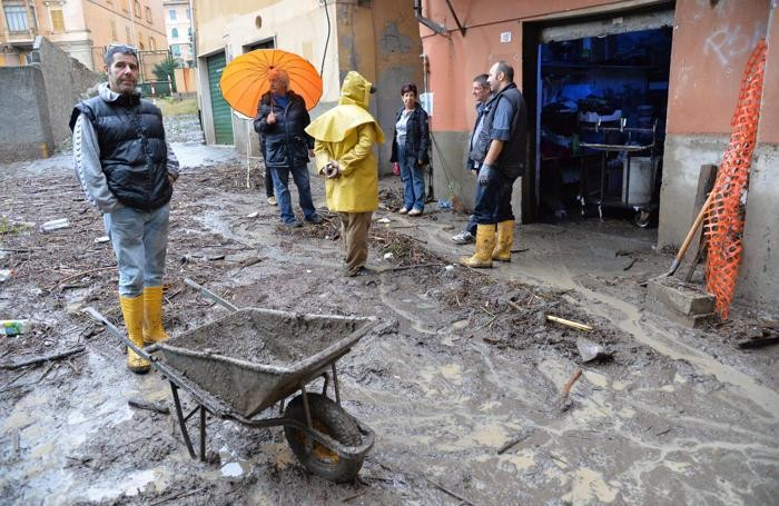 La città di Genova si sveglia dopo la violenta pioggia che nella notte ha provocato un morto e allagamenti in varie parti della cittàANSA/LUCA ZENNARO