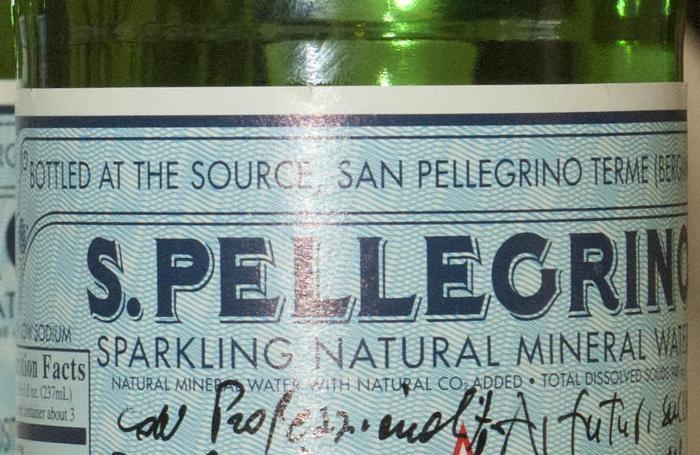 Una etichetta Sanpellegrino